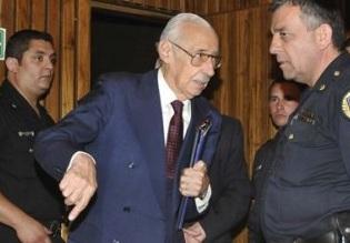 Ex dictador Videla en Argentina, es condenado a 50 años por robo de bebés