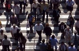 Hombres, jóvenes y solteros son los más felices de Chile según encuesta CASEN
