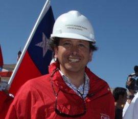 """El plan de Golborne de instalar """"mi banderita chilena"""" en todas las regiones cuesta 12 millones de dólares"""
