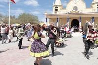 Grupos de huasos dan esquinazo a la Virgen del Carmen en La Tirana