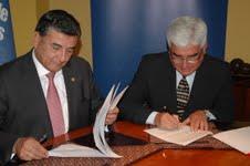 Facutadad de Ciencias Emprsariales de la UNAP en convenio con entidad educativa de Perú