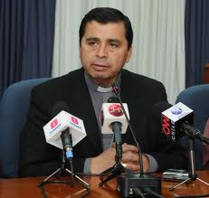 """Obispo de Iquique Marco Ordenes reconoce """"acto imprudente"""" con denunciante"""