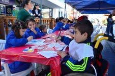 Arte y colorido pusieron los niños de la Teletón en la Plaza Prat