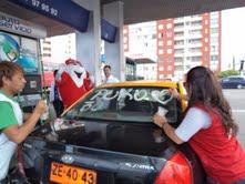 Se viene la jornada solidaria: Iquiqueños pintan autos en apoyo a Teletón