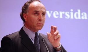 Las contradicciones que tienen a Ministro Teodoro Ribera en la cuerda floja