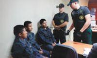 Bolivianos marchan hacia consulado chileno en demanda de libertad de conscriptos