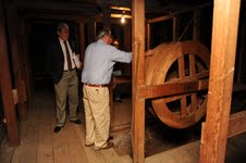 Recorrido del alcalde y concejales para verificar proyecto de restauración del Teatro Municipal