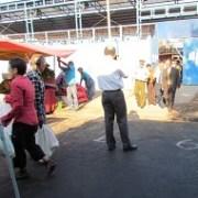 Proponen cambio de ubicación de feria itinerante que obstaculiza vías de evacuación de escuela