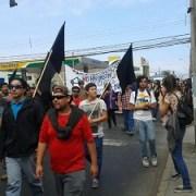 Marcha de estudiantes  terminó con incidentes y agresión a un carabinero