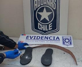 En chalas y cinturón escondía cocaína que transportaba a Santiago