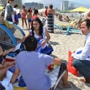 En Playa Cavancha autoridades difundieron campaña del Sename