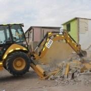 Partió la demolición de casas afectadas por terremoto en caso antiguo de Hospicio