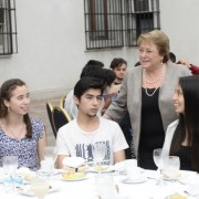 """Bachelet: """"Vamos a hacer que la gratuidad sea un derecho efectivo"""""""
