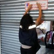 Inician sumario sanitario contra Almacenes París y Supermercado Santa Isabel por presencia de fecas de ratón y detección de baratas