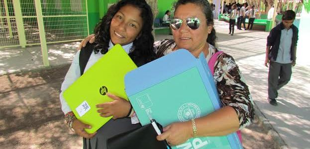 Notebooks con conexión gratuita a internet, recibieron estudiantes del Tamarugal