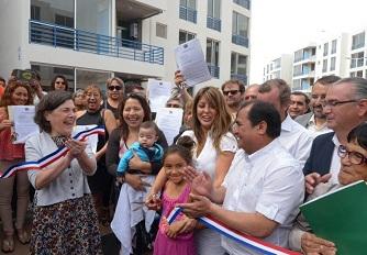 Justo en el último día del año, 240 familias recibieron las llaves de sus nuevos departamentos