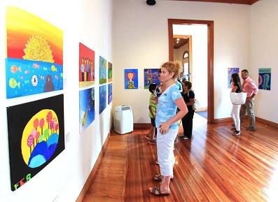 Pinturas del Arte Naif, se exponen durante febrero en Sala Collahuasi