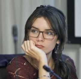 Camila Vallejo encara a Felipe Kast tras su video disfrazado de mujer por oponerse a la despenalización del aborto en tres causales
