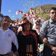 Colorida celebración de la Santa Cruz en localidad de Chusmiza