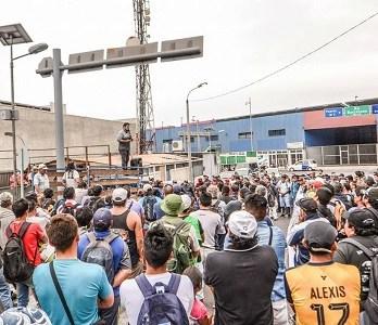 Cargadores se toman recinto amurallado de Zona Franca y Administración rechaza movimiento y anuncia acciones judiciales