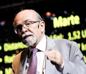 """Con la luna llena a punto de eclipsar, profesor Maza dictó charla magistral dando inicio a V Escuela de Temporada """"Iquique Sin Fronteras"""""""