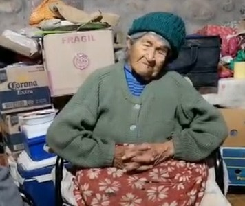 Dramático relato de abuelita de Huasquiña, de 90 años, sobre efectos del aluvión, impacta en redes sociales