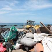 Más de 97 toneladas de basura y escombros retiró el municipio de Iquique en todo el borde costero