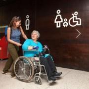 Todo edificio de uso público deberá contar con condiciones de accesibilidad orientado a personas con movilidad reducida o dificultad de desplazamiento