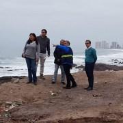 Alcalde Mauricio Soria junto a profesionales del MOP verifica en terreno cómo será el megaproyecto de la playa artificial para Iquique