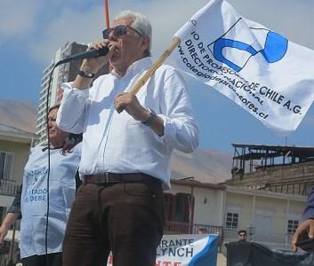 Pese a amenazas de actuar con FFEE Colegio de Profesores marchará este martes hasta Seremi de Educación e Intendencia. Hoy  800 docentes llegaron a Plaza Prat