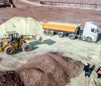 Tras los recientes incendios y siniestros anteriores finalmente retiran 620 toneladas de azufre desde ex Planta Santa Alicia, en Alto Hospicio