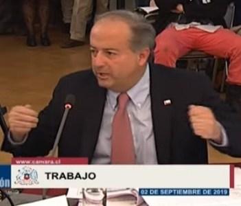 """40 horas: Comisión de Trabajo aprueba propuesta que reduce la jornada laboral, mientras ministro Monckeberg advierte que Chile podría """"no jugar la copa América"""