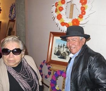 Trabajos del taller de coronas de flores de papel, se exhibirán en Pozo Almonte. Práctica revive tradiciones pampinas