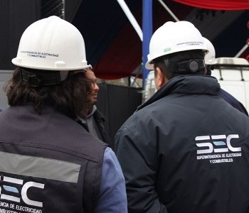 SEC instruye a empresas eléctricas devolver lo cobrado en última alza tras congelamiento de las tarifas de la luz
