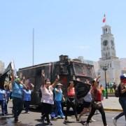 Intensa jornada de movilización se desarrolla en Iquique. Marchas, barricadas en diferentes sectores y caravana de comunidades indígenas