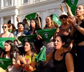 """Feministas en """"pie de guerra"""" por la paridad: exigen que se vote antes del receso legislativo"""