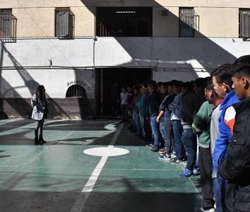 Defensoría de Tarapacá se reunió con 77 internos internos bolivianos que permanecen en Penal de Pozo Almonte para revisar situación procesal de cada uno