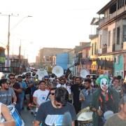 Cientos de personas marcharon por calles de Iquique para enviar energías a músico herido al recibir impacto de bomba lacrimógena
