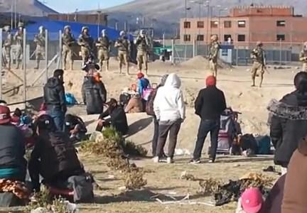 Más de 200 bolivianos en la frontera, en Colchane, con la esperanza que se produzca un nuevo operativo de repatriación a Bolivia