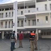 Noventa ciudadanos bolivianos Covid positivo permanecen en ex Colegio UNAP, el que será utilizado definitivamente sólo para personas contagiadas