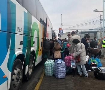 Unos 200 ciudadanos bolivianos retornaron a Bolivia para continuar cuarentena en campamento Tata Santiago