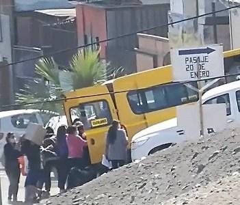 Violento robo sufrieron funcionarios municipales que distribuían cajas de alimentos, en sector alto de Iquique