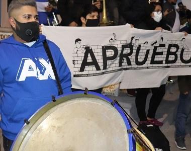 """""""Bronces por el Apruebo"""", la iniciativa de vecinos de """"La Poblete"""" y músicos que se sumaron a la campaña por una nueva Constitución"""