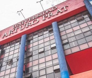 Académicos acuden a Contraloría ante nuevas desvinculaciones masivas en la Universidad Arturo Prat.
