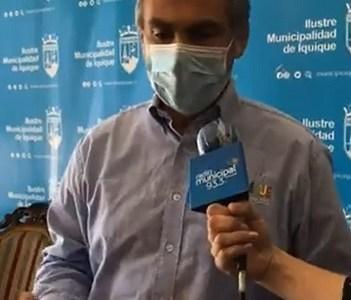 """Molesto alcalde Soria, pone en duda error que mantuvo a Iquique por minutos en fase 3: """"Hay que investigar el concierto de equivocaciones"""""""