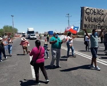 Pobladores de Huara bloquearon ruta A-5 como medida de protesta ante anuncio de habilitar estadio como albergue