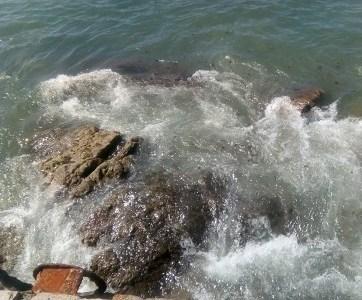 Municipalidad de Iquique estudia presentar demanda por derrame de aguas servidas ocasionado por Aguas del Altiplano