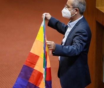 Rubén Moraga asume como nuevo Diputado. Tras la promesa de rigor, enarboló la Whipala