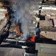 En pleno centro de Iquique, cuatro casas de material ligero fueron destruidas por un incendio