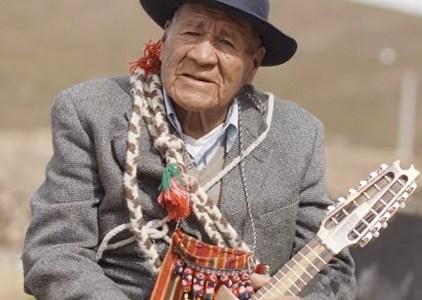 Sergio González rinde homenaje a cultor Aymara, Eugenio Challapa, que ya partió a la inmensidad